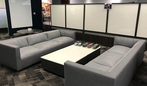 PD20171103_sofas.jpg