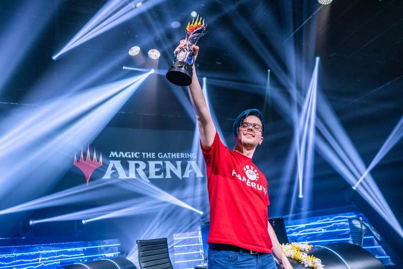 MC7-Day-3-Piotr-Glogowski-Trophy.jpg
