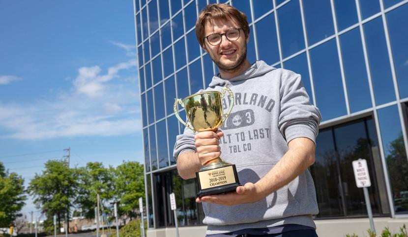 mtgochamp18_trophy.jpg